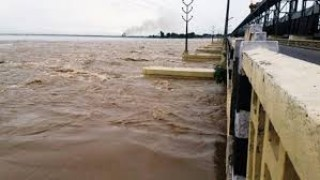 """कर्णाली नदी  : """"पानीको सतह बढेपछि तटीय क्षेत्रमा त्रास"""""""