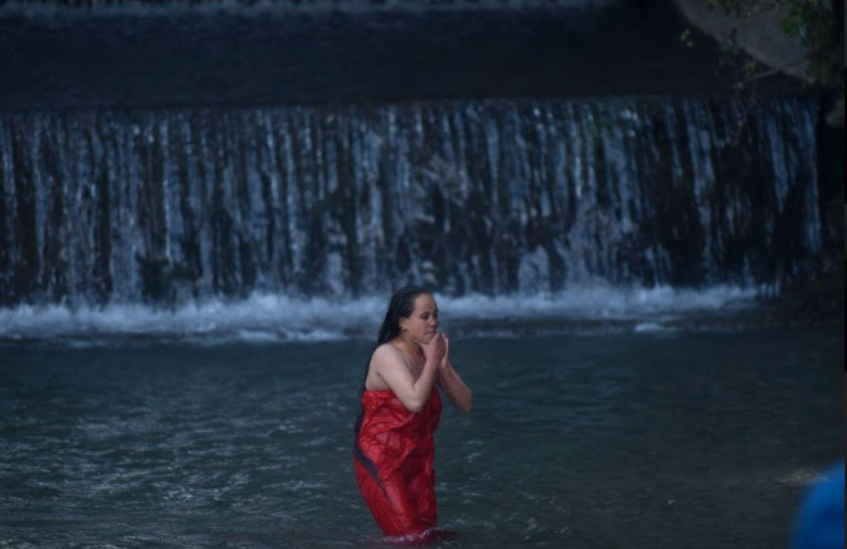 शालीनदी :  भक्तजनकाे भीड ,  तस्बिरमा