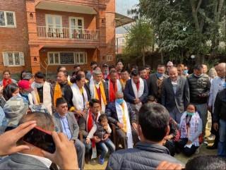 रसुवा   : ' राप्रपा जिल्ला अध्यक्ष डिले तामाङसहित  २ दर्जन नेता  कांग्रेस प्रवेश'