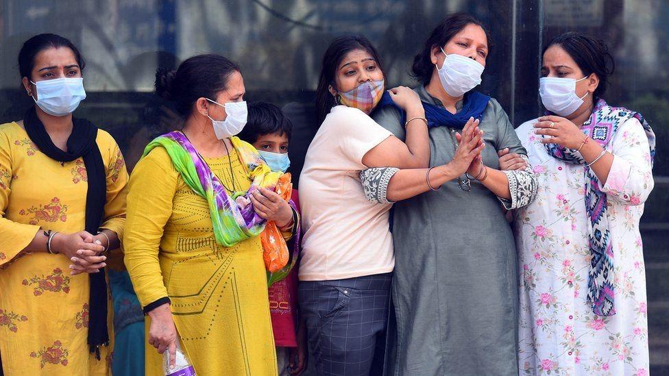 भारतमा कोरोना  :  'सङ्क्रमितको  विगत २४ घण्टामा चारलाख नाघे ,  तीन हजार ५२३ को मृत्यु '