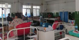 चितवन : अस्पतालहरुमा बिरामीको चाप बढ्यो