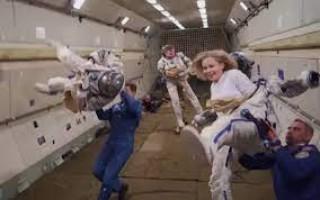 रूसी अभिनेत्री र निर्देशक चलचित्र छायाङ्गनका लागि अन्तरिक्ष स्टेशनमा