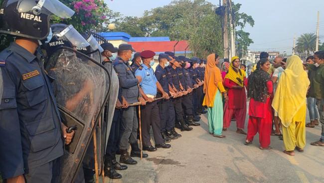 बुटवल  :   'जग्गा कब्जा गर्ने समूह - प्रहरी झडप,  चारको मृत्यु'